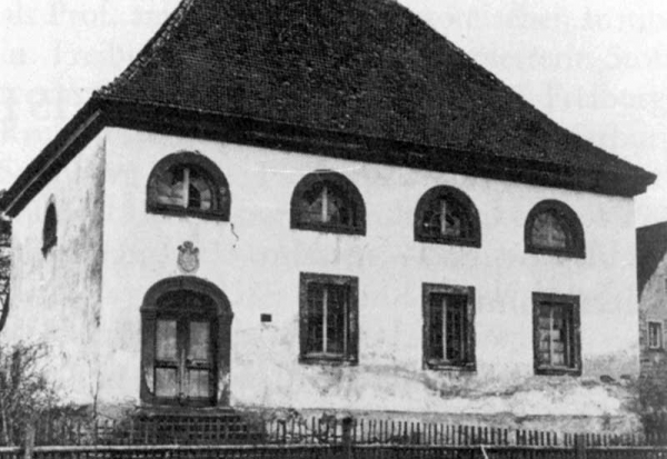 Photo of the synagogue which was pulled down in 1930.